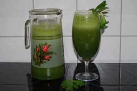 Выпивая пол литра зеленого коктейля, вы улучшаете пищеварение